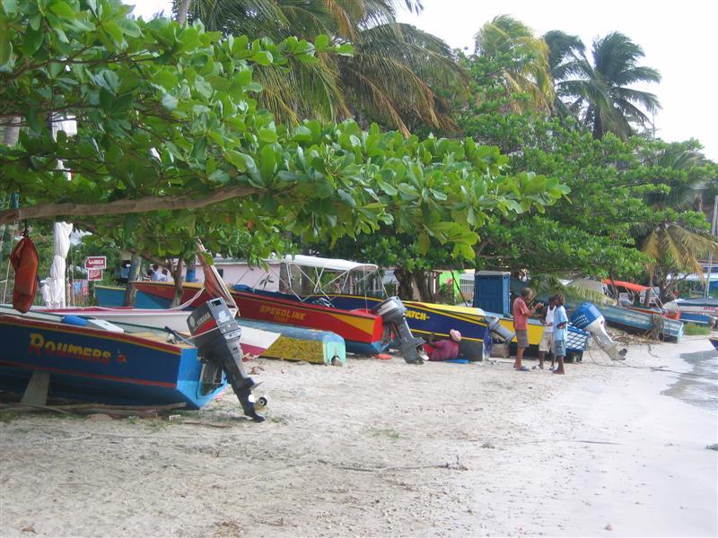 Bequia - Admiralty bay - Fischerboote am Strand von Port Eliabeth