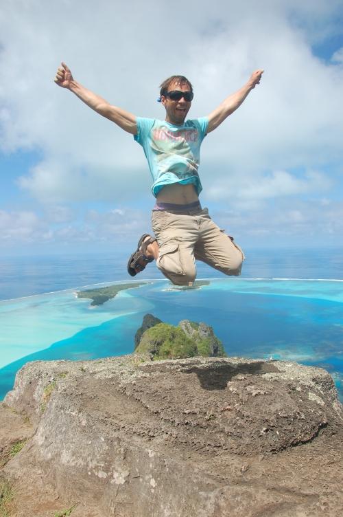 2 David Sprung am Gipfel Maupiti