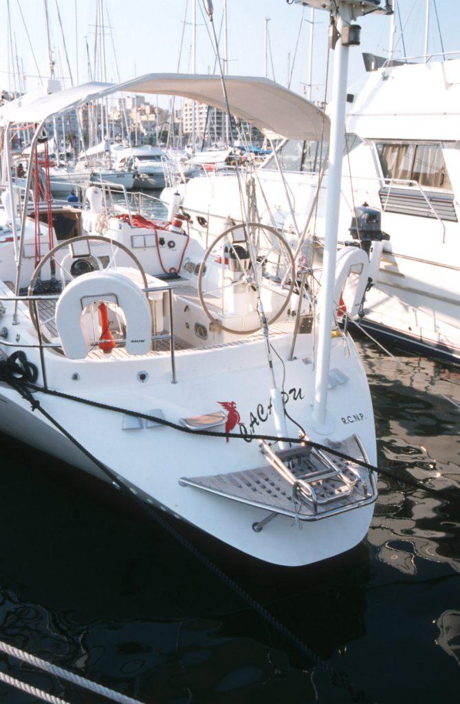 Radarmast auf GFK Schiff nur am Spiegel befestigt