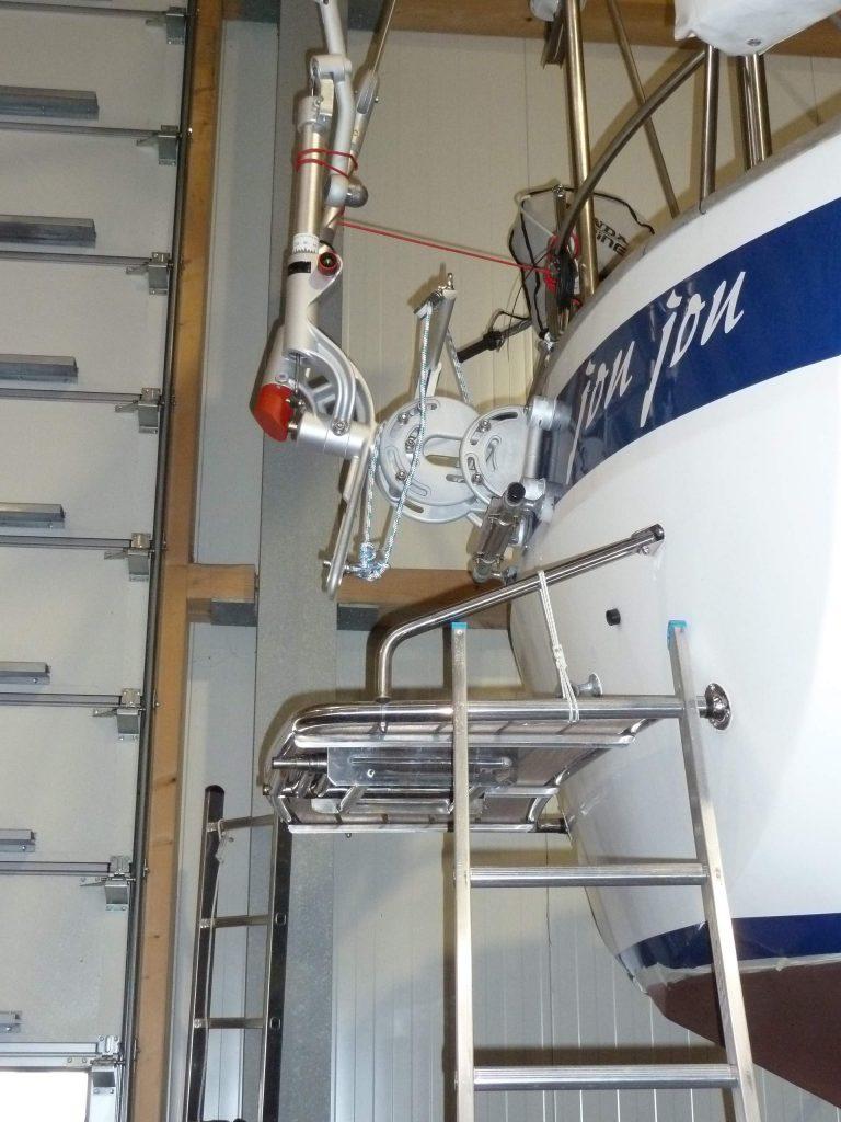 HR 382 mit Windpilot und Plattform und integrierter  Badeleiter